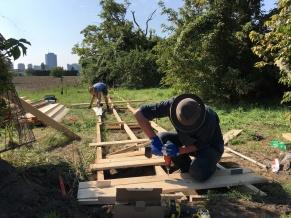 Bau des Stegs zum Gelände